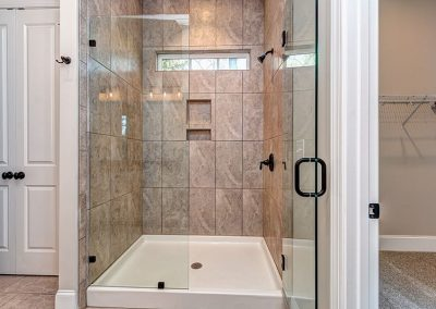 1626EnonCt-22Master Shower